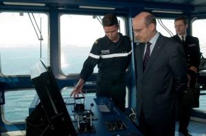 Visite du ministre de la defense ALAIN JUPPE à bord du BPC Mistral